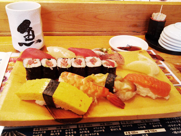 Breakfast with sushi in Tsukiji Fish Market (Tokyo)